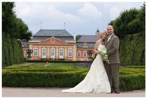 Reprezentativní svatební fotografie svatebního páru.